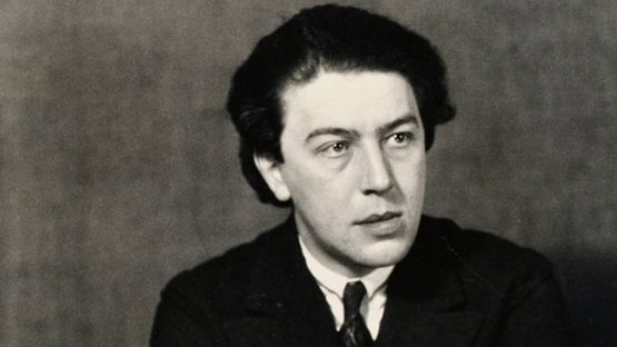 Andre-Breton-Photo-of-the-artist-by-Man-Ray-1932-Image-via-theredlistcom-555x312